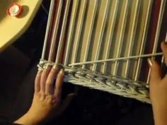 Prekrytie dna / Coverup of bottom Newspaper Basket, Old Newspaper, Recycled Crafts, Diy Crafts, Papercrete, Paper Weaving, Old Paper, Pattern Paper, Basket Weaving