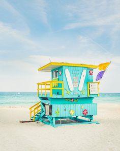 Decoration Surf, Surf Decor, Blue Wall Decor, Art Plage, Lifeguard Chair, Wave City, Dorm Art, Surfing Pictures, South Beach Miami