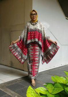 Best 12 Whatsapp me for information Batik Fashion, India Fashion, Muslim Fashion, Hijab Fashion, Boho Fashion, Fashion Outfits, Blouse Batik, Batik Dress, African Wear