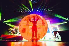JOSH WAS IN THE HAMSTER BALL GUYS!! <<< I DONT KNOW IF HE DID THIS AT ANY OTHER CONCERTS BUT HE DID THIS IN THE ONE I WENT TO