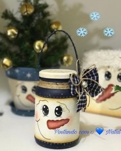 Holiday Art Paintings Mason Jars 58 Ideas For 2019 Mason Jar Art, Pot Mason, Mason Jar Crafts, Christmas Mason Jars, Diy Christmas Ornaments, Snowman Crafts, Holiday Crafts, 242, Painted Jars