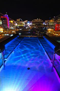 Bachelorette Party Places to stay in Las Vegas: the One Story Sky Villa penthouse at the Palms!Places to stay in Las Vegas: the One Story Sky Villa penthouse at the Palms! New York Penthouse, Penthouse For Sale, Penthouse Suite, Vacation Places, Dream Vacations, Places To Travel, Vegas Pools, Vegas Bachelorette, Night Vibes