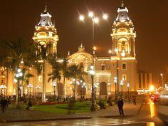 Parque Kennedy, Iglesia Milagrosa, Miraflores Lima