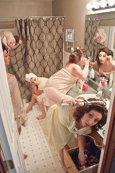damas en el baño arreglándose para boda