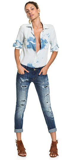 DENIM ALL DAY! Jeans destroyed com uma pegada rocker para uma produção cool e moderna.