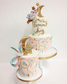 1st Birthday Party For Girls, 18th Birthday Cake, Birthday Parties, Birthday Ideas, Beautiful Cakes, Amazing Cakes, Dream Catcher Cake, Foto Pastel, Boho Cake