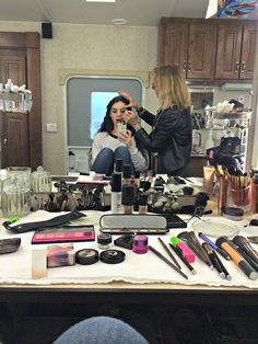 Adelaide Kane Takes Us Behind the Scenes on Reign...she has the same make up as me!