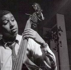 Bass player Paul Chambers photographed by Francis Wolff Jazz Artists, Jazz Musicians, Francis Wolff, Paul Chambers, Jazz Cat, Jazz Radio, Jazz Players, Cool Jazz, Fotografia