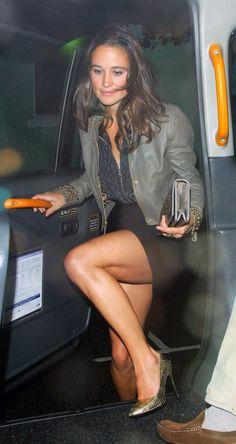 Pippa Middleton at nightclub on August 2011 in London. Kate Middleton Legs, Pippa Middleton Style, Princess Kate Middleton, Carole Middleton, Great Legs, Beautiful Legs, Gorgeous Women, Nice Legs, Sexy Older Women