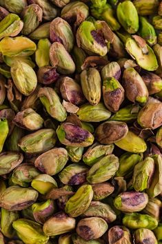Looking for the best low carb nuts (and other nutrition facts)? We've got you covered with our encyclopedic-like guide to the best low carb nuts on the planet. Healthy Dessert Recipes, Keto Snacks, Paleo Recipes, Pistachio Health Benefits, Pistachio Macarons, Jolie Photo, Dried Fruit, Pretzels, Healthy Fats