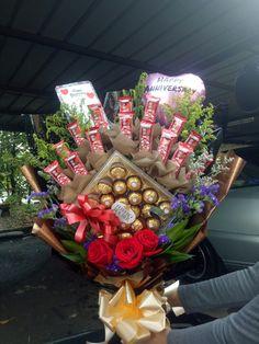 Valentine Bouquet, Luxury Wedding Decor, Chocolate Bouquet, Fruit Art, Basket Ideas, Christmas Birthday, Valentine Day Gifts, Birthday Ideas, Christmas Wreaths