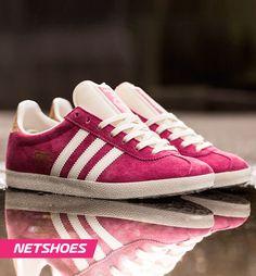 Inspirado en los zapatos para entrenar de los años 60´s, llega el Calzado Adidas Gazelle OG, ideal para las chicas que gustan por diseños vintage.