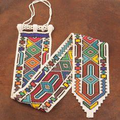 Beautiful South African Beadwork - wish I had found original source. Loom Bracelet Patterns, Bead Loom Bracelets, Bead Loom Patterns, Beading Patterns, Stitch Patterns, African Beads, African Art, Textiles, Native American Beadwork