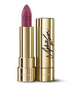 Sophia Loren N° 1 is a tribute to Sophia and to all women: a bright cherry red lipstick created by the Dolce&Gabbana and Sophia herself. Discover more now.