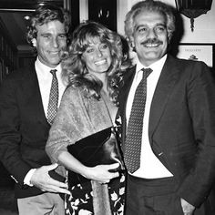 Farrah smiles in Paris with actor Ryan O'Neal and handsome Egyptian actor Omar Sharif, 1980.