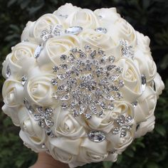 Ivory Rhinestone Sunburst & Pearl Detailed Bouquet #rhinestone #weddingbouquet #bridalbouquet