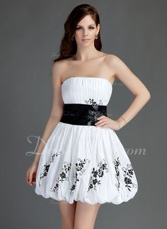 A-Line/Princess Strapless Short/Mini Taffeta Homecoming Dress With Ruffle Sash Appliques Lace (022015747) - DressFirst