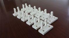 Schnappverschlüsse für alte Fenster als Kleinserie im FDM-3D-Druck Verfahren ermöglichen die kostengünstige Reparatur falls die Ersatzteile vom Hersteller nicht mehr lieferbar sind.
