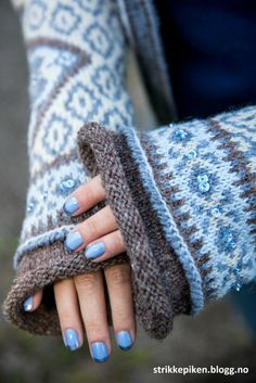 Bilderesultat for sidsel høivik Fair Isle Knitting, Knitting Yarn, Knitting Sweaters, Yarn Images, Knitting Patterns, Crochet Patterns, Norwegian Knitting, Fair Isle Pattern, Knitting Accessories