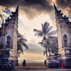 Bali / Gate to Kuta Beach. - Indonesia / lovetotravel-sh.blogspot.ru #попробуйэтотмир