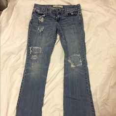 Abercrombie & Fitch Jeans Abercrombie & Fitch Jeans.  Size 0R. W:25 L:33. These were my favorite jeans!  Loved but in good condition.  Offers are welcome! Abercrombie & Fitch Jeans Flare & Wide Leg