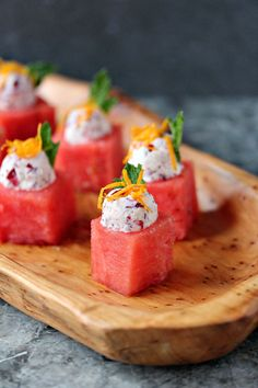 This recipe puts a winter spin on watermelon. Think outside the box when it comes to easy appetizers. These watermelon cups are filled with Cranberry Mascarpone and garnished to perfection! Watermelon Recipes, Fruit Recipes, Appetizer Recipes, Dessert Recipes, Watermelon Appetizer, Watermelon Pizza, Fancy Recipes, Catering Recipes, Catering Ideas