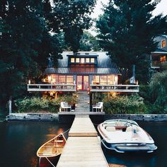 Decorator Thom Filicia knew exactly how to decorate a summer cottage fit for a perfect calming vacation. Future House, My House, Haus Am See, Cabins And Cottages, Cabins In The Woods, House Goals, Life Goals, My Dream Home, Exterior Design