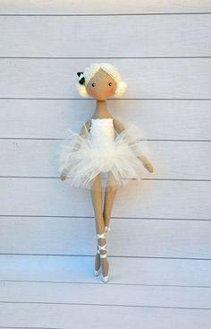 Ballerina Puppe, tanzende Mädchen, Textile Puppe, dekorative Puppe, Puppe Baumwolle, Stoffpuppe Höhe der Puppe 36cm (14 Zoll) Ballerina ist aus natürlichen Materialien, Baumwolle genäht, Rock aus Tüll. Diese Puppe schmücken das Interieur des Zimmers eines Kindes Eine Rauch kostenlose Homepage machte mit. Bitte kontaktieren Sie mich, wenn Sie Fragen zu etwas haben, was, die Sie gerne wissen möchten. Vielen Dank für Ihren Besuch auf meinem shop