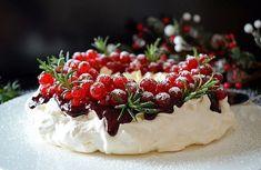 Торт «Зимняя шапка» Для этой уютной шапочки не нужны вязальные спицы! С помощью крема с различными декоративными насадками вы можете создать внешний вид вязаной шерсти. И после того, как ваши гости…