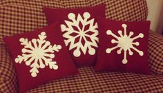 Different snowflake patterns- Christmas pillows Christmas Cushions, Christmas Pillow, Felt Christmas, Christmas Home, Christmas Projects, Holiday Crafts, Diy Y Manualidades, Felt Pillow, Christmas Sewing