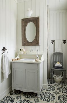 Cute little guest bath