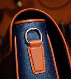 Men's messenger bag details by Ondrej Sima of Sima Prague Leather Bag Design, Leather Art, Sewing Leather, Leather Purses, Leather Handbags, Leather Wallet, Custom Leather Belts, Leather Workshop, Messenger Bag Men