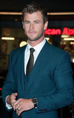 Dang, Chris Hemsworth. Looking GOOD.