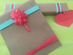 Cómo hacer envoltorio de regalo para el dia de la madre - http://www.manualidadeson.com/como-hacer-envoltorios-de-regalos-para-el-dia-de-la-madre.html