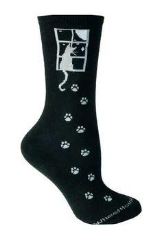 Los calcetines son de color negro y son de pequeño tamaño. Cuestan cuatro dolares