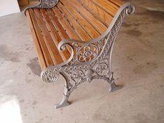 recycle a garden bench Cast Iron Garden Bench, Cast Iron Bench, Pallet Garden Benches, Old Benches, Metal Lawn Chairs, Wrought Iron Bench, Diy Patio, Patio Ideas, Repurposed Items