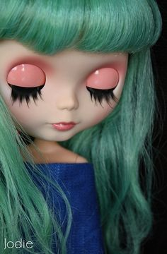 Pretty~to have such lashes....