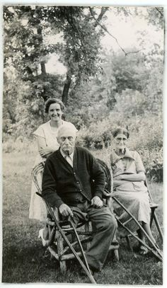 1937 Photo MN Minnesota Lewisville Old Couple Mr Mrs Dick Lewis One Leg Crutches
