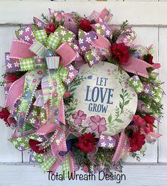 Wreaths For Front Door, Door Wreaths, Holiday Wreaths, Holiday Decor, Magnolia Wreath, Sign Sign, Deco Mesh Wreaths, Wreath Ideas, Summer Wreath