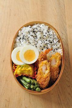 おはようございます。 最近は気温も20℃前後になって、長袖、上着が必要な感じになってきましたね。 今週末は、天気も悪そうで 台風の被害が大... Bento Recipes, Veggie Recipes, Asian Recipes, Healthy Recipes, Veggie Food, Japanese Lunch, Japanese Food, Cafe Food, Aesthetic Food