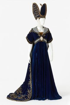 Costume designed by John Truscutt for a chorus member in the J. Williamson Theatres Ltd's 1963 production of Camelot From the Arts Centre Melbourne Medieval Costume, Medieval Dress, Mardi Gras, French Fashion, Vintage Fashion, Theatre Costumes, Movie Costumes, Period Costumes, Vintage Dresses