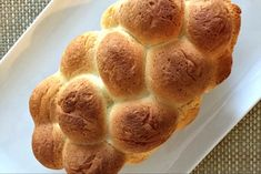 Jews around the world now get to enjoy hamotzi-worthy gluten-free challah thanks to this wonderful recipe. The challah is chewy and soft. Gluten Free Challah Bread Recipe, Gluten Free Oats, Gluten Free Baking, Gluten Free Recipes, Dairy Free, Healthy Recipes, Gf Recipes, Recipe For 8, Recipes