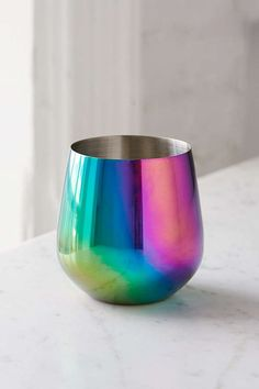 Oil Slick Stemless Wine Glass. This is such a cool looking glass! #affiliatelink
