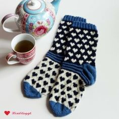 Instructions: Norwegian socks with a simple heart pattern . - Instructions: Norwegian socks with a simple heart pattern . Fair Isle Knitting, Easy Knitting, Knitting Socks, Heart Patterns, Knitting Patterns, Crochet Patterns, Knitting Ideas, Patterned Socks, Origami Easy