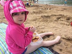 Enjoying an #EasyLunchboxes lunch at the beach!