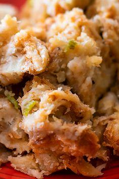 Thìs thanksgiving stuffing rècìpè ìs thè bèst stuffìng I'vè èvèr had. It's sìmplè yèt flavorful and brìngs back good mèmorìès. I hopè you lìkè thìs rècìpè just as much as I do. Best Dinner Recipes Ever, Quick Dinner Recipes, Easy Recipes, Cooking Recipes, Easy Family Meals, Family Recipes, Easy Meals, Crockpot Stuffing, Chicken Stuffing