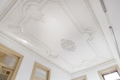 5 Tips to Choose High-Quality Decorative Cornice - Scrapality Interior And Exterior, Interior Design, Ceiling Medallions, Cornice, Leroy Merlin, Victorian Homes, Decoration, Curtains, Home Decor