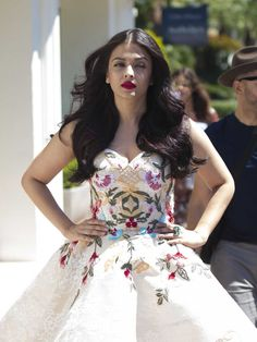 #AishwaryaRai, #Cannes Aishwarya Rai Out and About in Cannes   Celebrity Uncensored! Read more: http://celxxx.com/2017/05/aishwarya-rai-out-and-about-in-cannes/
