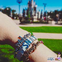 Happy Thursday! . . #waltdisneyworld #magickingdom #cinderellascastle #alexandani #keepcollective #mainstreetusa #charmedarm #tweet #disneyfan #hubgrass #vacation #pin #travelagent