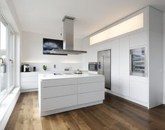 Plan W | kitchen LINEARE in a private home: Clean lining and perfect functionality thanks to the special surface!